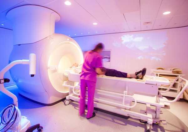 Забытая больная провела 6 часов в томографе