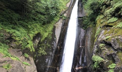 Упавшего в водопад Беласица туриста спасли