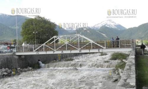Наводнение в Банско уже уничтожило два деревянных моста