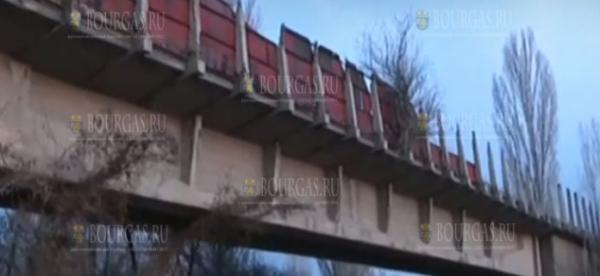 Опасный мост в районе Софии рушится и угрожает жизням жителей