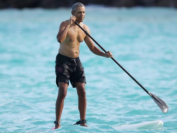 Как Обама «косит» под Путина: папарацци засекли экс-президента США на отдыхе