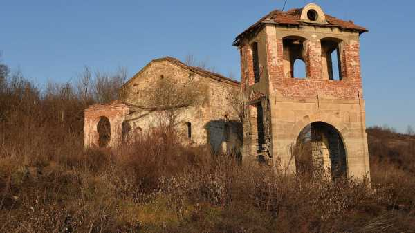 Православный храм возник из вод водохранилища Огоста