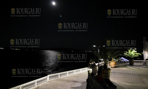 В Морском саду Бургасу появился оползень