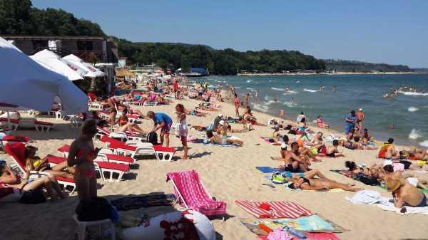 Шезлонг и зонтик на Центральном пляже Варны подорожают в два раза
