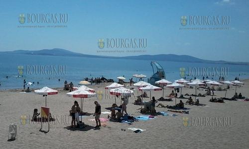 Определились с ценами на пляжный зонт и шезлонг на Центральном пляже Поморие