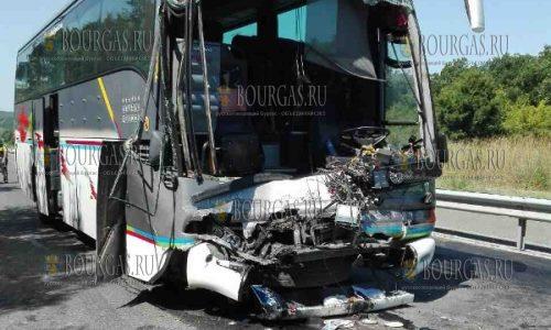 Сегодня на трассе Бургас — Созополь столкнулись два автобуса «Вольво»