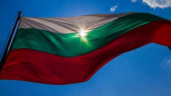 Болгария продлит туристический сезон и субсидирует чартеры