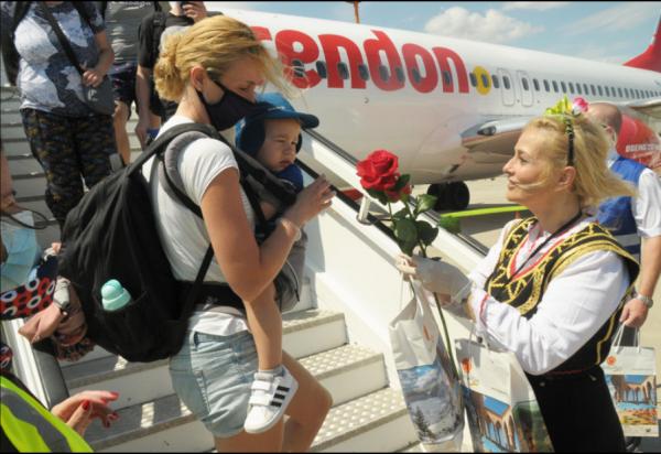 Первые чартеры прилетели в аэропорты Бургаса и Варны