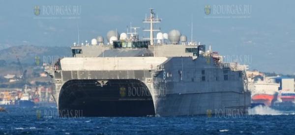 Десантный катамаран ВМФ США «Yuma» вошел в Черное море