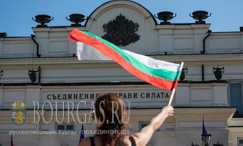 Провокаторы во время протестов в Болгарии использовали пиротехнические бомбы