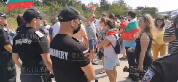 Сегодня произошли столкновения протестующих с полицией на пляже Росенец в Бургасе