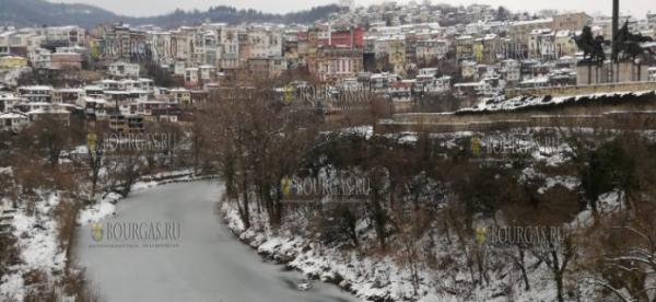 В Велико-Тырново практически замерзла река Янтра