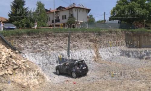 В Болгарии авто с туристами упало в 6-ти метровую яму