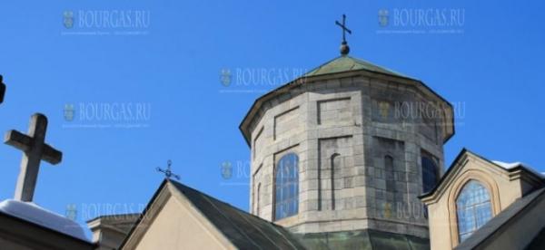 Армянская церковь в Болгарии транслирует онлайн богослужения в Вербное воскресенье