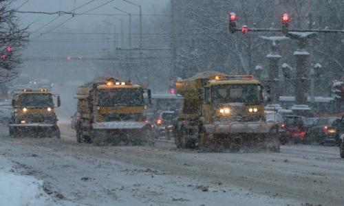 В эти дни дороги Болгарии очищают более 340 снегоочистительных машин