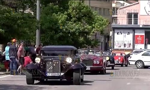 Более 100 автомобилей участвуют в ретро-параде в Варне