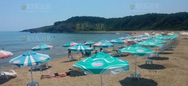 Пляж Силистар снова заполнен, а спасателей здесь по прежнему нет