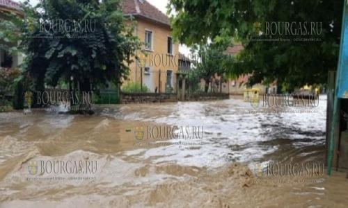 Из-за наводнения, вызванного сильными ливнями, в Болгарии погиб человек