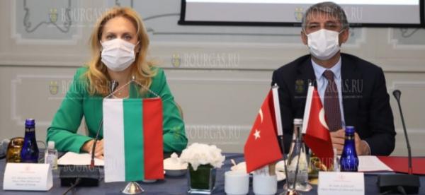 Марьяна Николова провела рабочую встречу с крупнейшими турецкими ассоциациями в сфере туризма