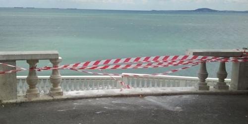 Вандалы разбили лепные перила в Морском казино в Бургасе