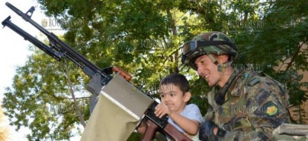 По случаю Дня Независимости Болгарии — в нескольких городах страны показали военную технику
