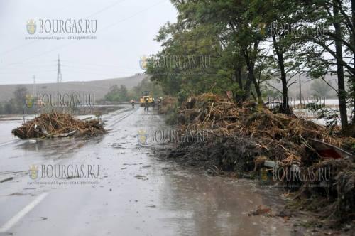 Военные пришли на помощь пострадавшим от наводнения в Бургасе