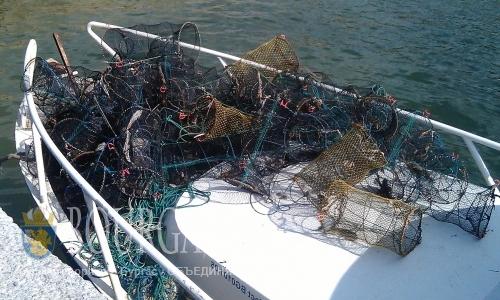 На озере Вая в Бургасе инспекторы ИАРА выудили более 2 км браконьерских сетей
