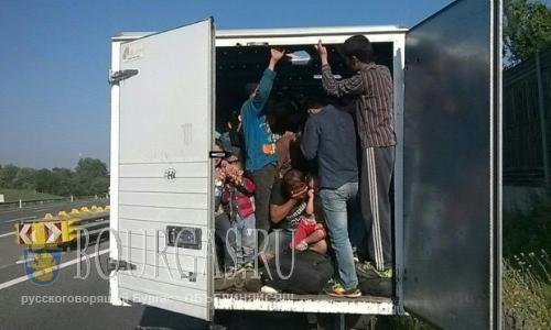 В Болгарии задержали 7 нелегалов, спрятавшихся в грузовике