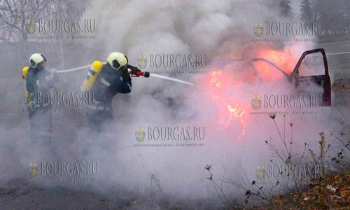 Второй день военные помогают тушить пожар в Хасково