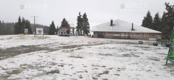 Первый снег выпал на горнолыжном курорте Болгарии в Пампорово