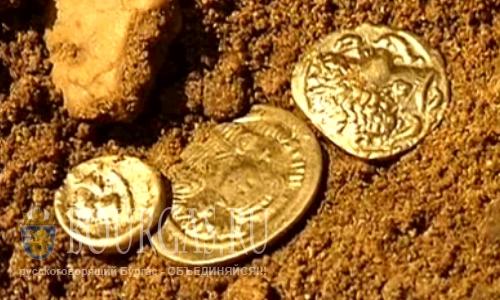 Черные археологи разрушают древние строения в Сандине