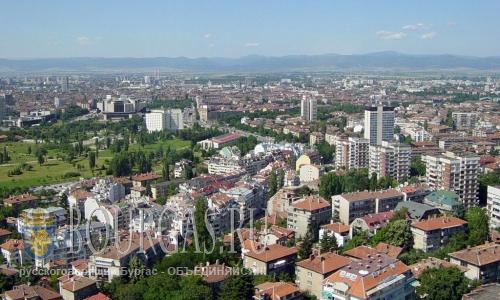 В городе Перник в Болгарии на днях высадили более 1000 деревьев