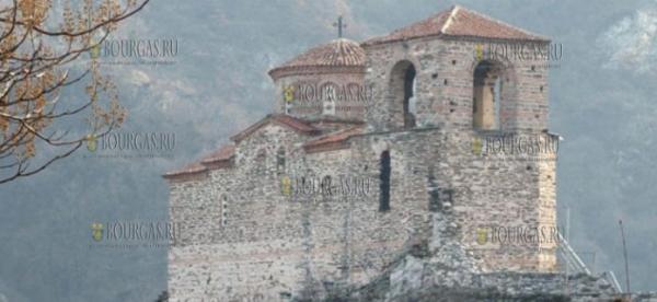 С первого дня Нового года туристы посещают Асенову крепость