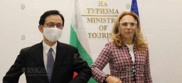 Туристы из Японии приезжают в Болгарию по делам и на отдых