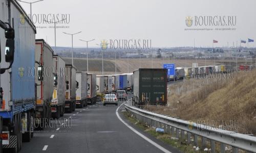 На пункте пропуска Капитан-Андреево образовалась пробка в 11 км