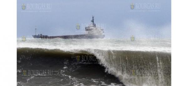 Ураганный ветер закрыл порт Варны