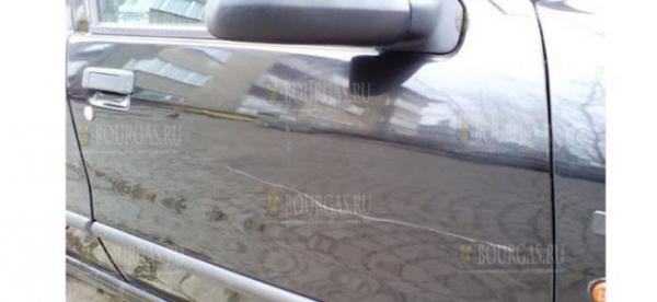 Вандалы повреждают автомобиле на парковках в Бургасе