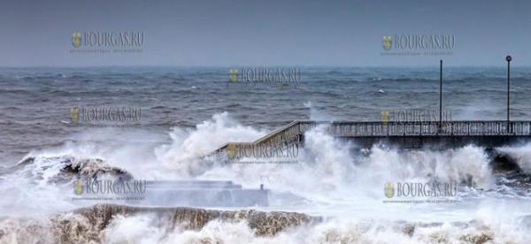 Сегодня в районе Бургаса сильно штормит море