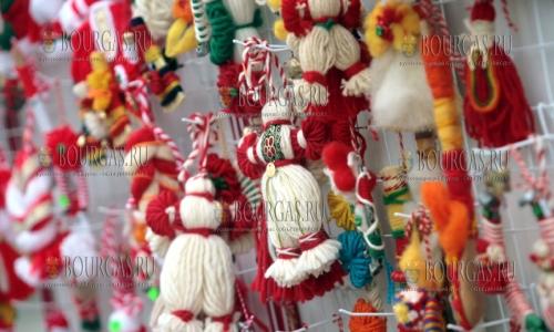 700 мартениц ручной работы были переданы медикам Бургаса