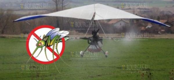 В Бургасе проведут борьбу с комарами с дельтаплана