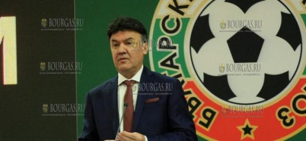 После скандала президент Болгарского футбольного союза подал в отставку