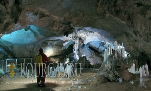 Болгарскую пещеру Леденика завалили мусором