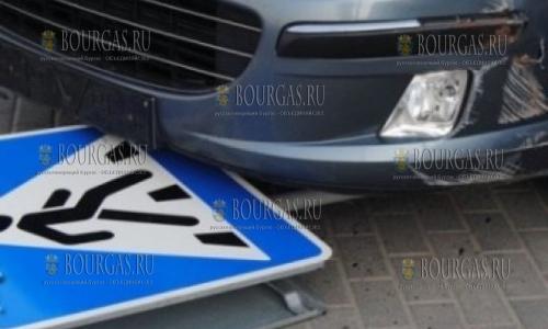 В Несебре машина сбила женщину с двумя детьми
